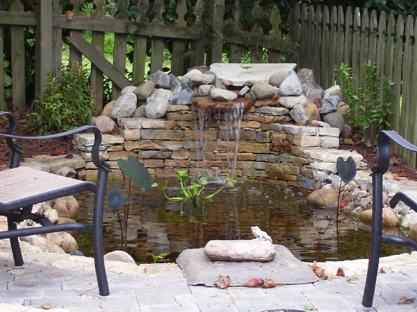 Outdoor water feature installation